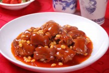 Braised Pig Trotter with Soybeans