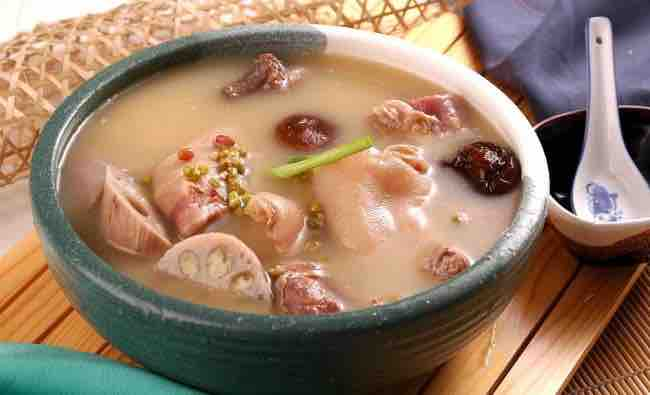 Lotus and pig feet soup